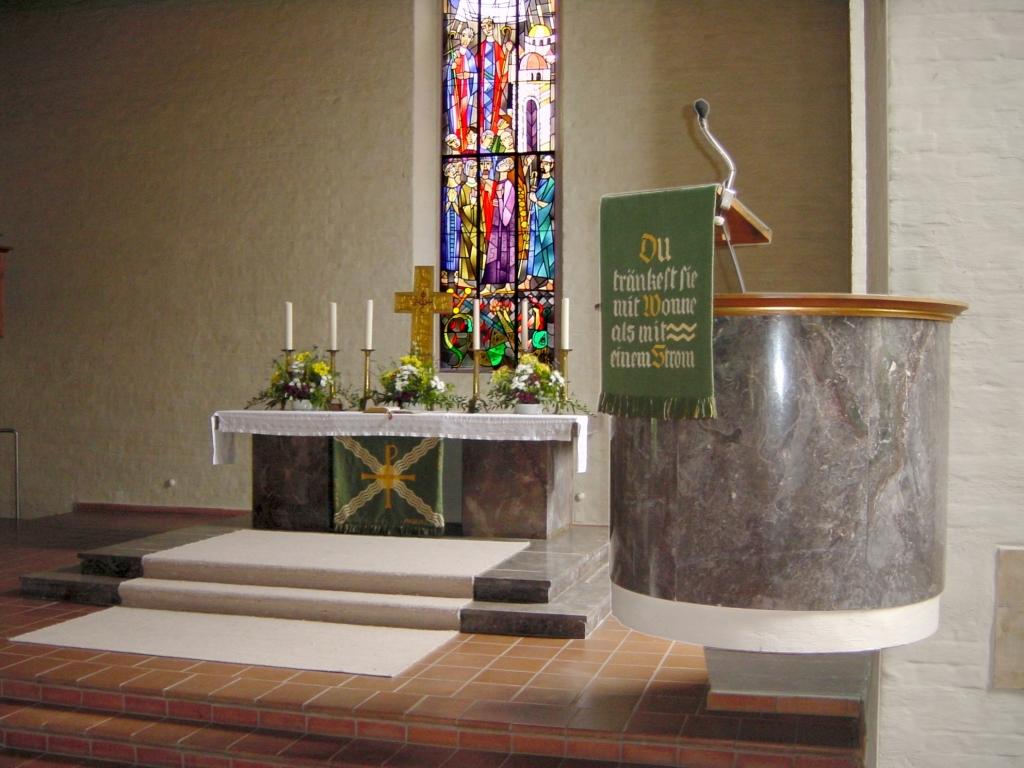 Kanzel und Altar